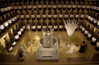 Perfume Organ (Making Scents: The Art and Passion of Perfume)